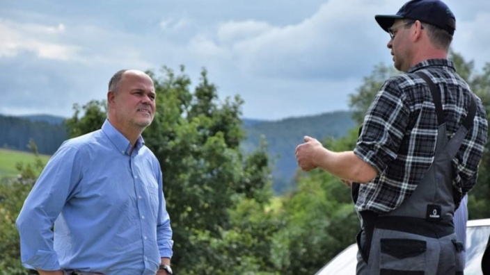 Matthias Stappert mit Andreas Stanka vom Familienhof Stanke in Hesborn